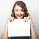 женщина удерживания пустой карточки Стоковые Изображения