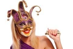 женщина фиолета маски масленицы Стоковое фото RF