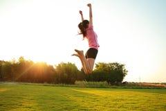 Женщина фитнеса азиатская китайская скачет Стоковая Фотография RF