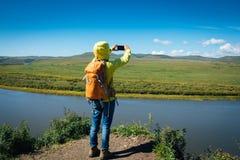 женщина фото телефона франтовская принимая Стоковая Фотография