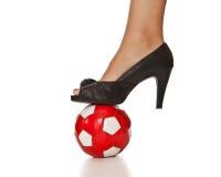 женщина футбола ноги пятки дела шарика высокая Стоковые Фото