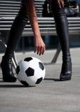 женщина футбола шарика стоковое фото rf