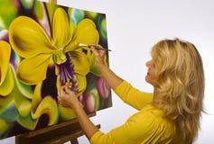 женщина художника ее студия картины стоковые изображения rf