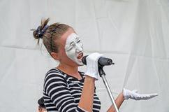 Женщина художника пантомимы Стоковые Фото