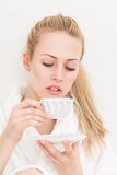 женщина чая чашки счастливая стоковые фотографии rf