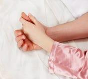 женщина человека рук Стоковые Фотографии RF