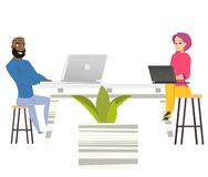 Женщина человека фрилансеров сидит на таблице с ноутбуками иллюстрация вектора