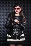 женщина черной куртки нося стоковое фото rf