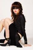 женщина черной сатинировки платья обольстительная Стоковое фото RF