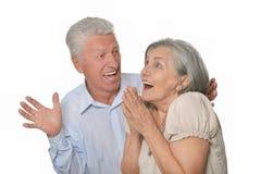 Женщина человека счастливо удивленная более старая Стоковые Изображения RF