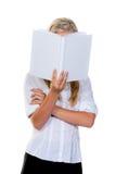 женщина чтения книги Стоковые Изображения