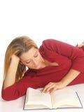 женщина чтения Стоковые Изображения RF