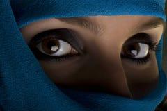 женщина шали стороны стоковые изображения
