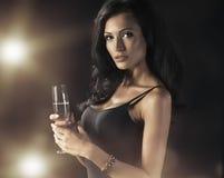женщина шампанского выпивая стоковое фото rf