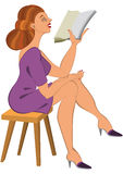 Женщина шаржа в зеленом чтении платья Стоковые Изображения