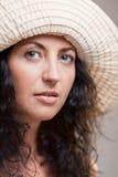женщина шлема крупного плана возмужалая стоковая фотография rf