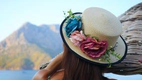 женщина шлема пляжа красивейшая акции видеоматериалы