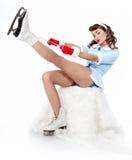 Женщина штыря-вверх кататься на коньках льда Стоковые Фотографии RF