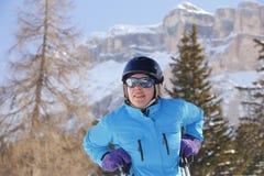 Женщина лыжи Стоковая Фотография