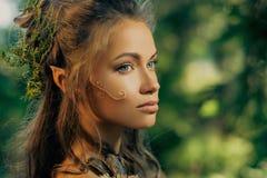 Женщина эльфа в лесе Стоковые Фото