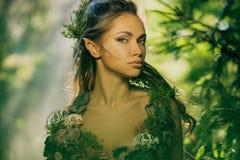 Женщина эльфа в лесе Стоковые Изображения RF