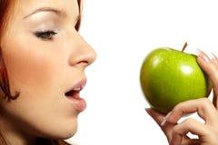 женщина яблока свежая Стоковые Фото