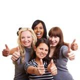 Женщина 4 держа их большие пальцы руки вверх Стоковые Изображения