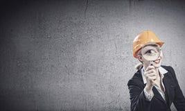 женщина bacground изолированная инженером белая стоковые изображения rf