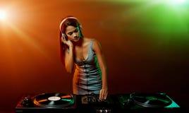 Женщина DJ музыки стоковые изображения rf