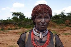 Женщина Hamar в долине Omo в южной Эфиопии, Африке Фото t стоковые фотографии rf