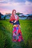 женщина hijab мусульманская нося Стоковые Фотографии RF
