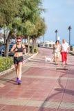 Женщина Jogging с одеждами спорт стоковое фото rf