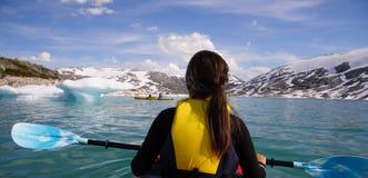 женщина kayak стоковое фото rf