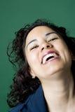 женщина latino смеясь над Стоковые Фотографии RF