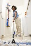 Женщина Mopping пол Стоковые Фотографии RF