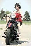 женщина pinup мотоцикла Стоковые Изображения RF