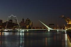 женщина puerto s madero buenos моста Аргентины aires Стоковая Фотография