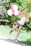 женщина rollerblade ролика катаясь на коньках стоковые фото