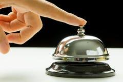 женщина rwith кольца руки колокола Стоковая Фотография