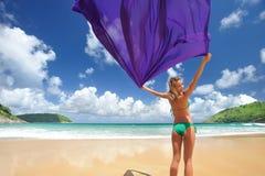 женщина sarong Стоковые Фотографии RF