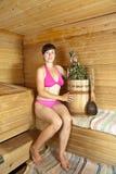 женщина sauna сидя Стоковое фото RF