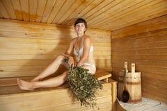 женщина sauna сидя Стоковая Фотография RF