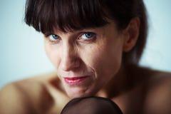Женщина Seriouse зрелая стоковая фотография