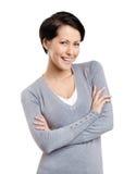 Женщина Smiley с пересеченными рукоятками Стоковая Фотография