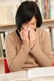 женщина sneeze Стоковое Фото
