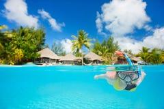 Женщина snorkeling Стоковые Изображения RF