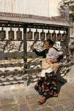 женщина tempel kathmandu моля Стоковые Изображения RF