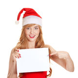 Женщина Xmas держа пустую афишу знака стоковая фотография