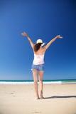 женщина zahara заднего пляжа счастливая Стоковое Изображение RF