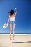женщина zahara пляжа счастливая скача Стоковые Фото